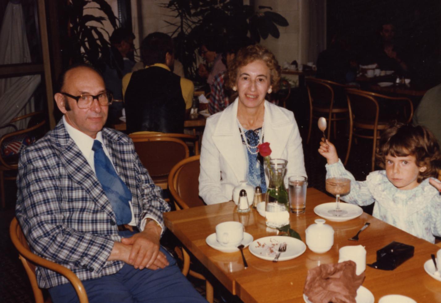 Elsa Thon larger image and caption